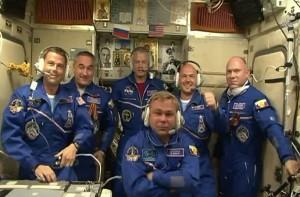 I membri dell'Expedition 40 riuniti sulla ISS (NASA TV)