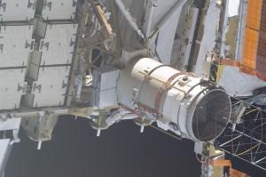 La SSU-3A è lo scatola metallica più grande alla base del cilindro (Mast Canister Assembly - MCA).