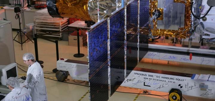 L'integrazione del telescopio spaziale CoRoT. Credit: Blue straggler, CC BY SA 3.0