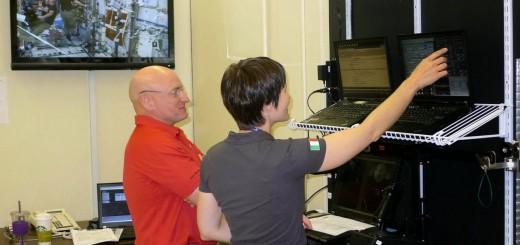 Samantha Cristoforetti e Scott Kelly si addestrano al simulatore software ROBOT per la cattura di veicoli cargo sulla ISS. Credit: Samantha Cristoforetti