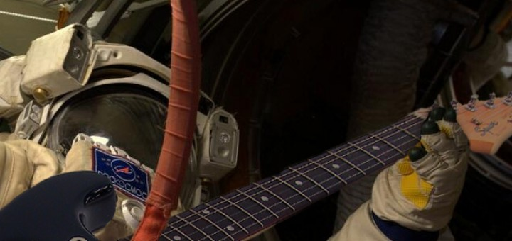 Serenata nell'airlock. Credit: Riccardo Rossi