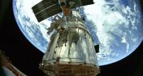 Una scena di un film IMAX girato in una missione Shuttle di riparazione del telescopio Hubble. Credit: NASA