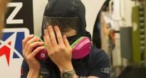 Samantha Cristoforetti esegue la procedura di purificazione della maschera in una simulazione di fuga di ammoniaca sulla ISS. Credit: ESA/S Corvaja