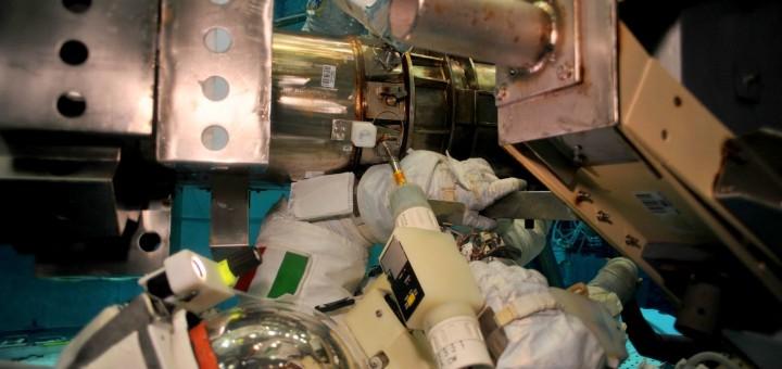Samantha Cristoforetti in una simulazione di EVA al NBL per la sostituzione del Latching End Effector del braccio robotico della ISS. Credit: NASA