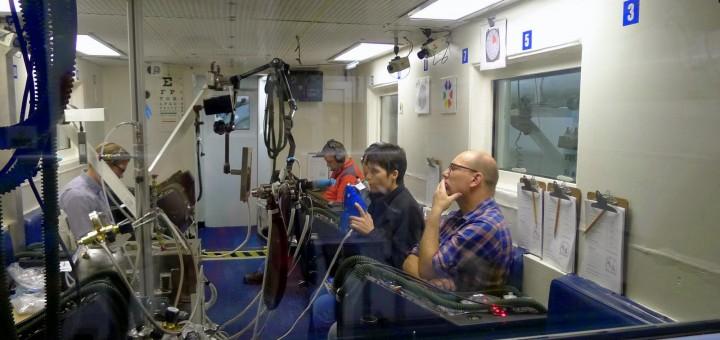 Samantha Cristoforetti in camera ipobarica al JSC per la baseline data collection dell'esperimento Airway Monitoring. Credit: Samantha Cristoforetti