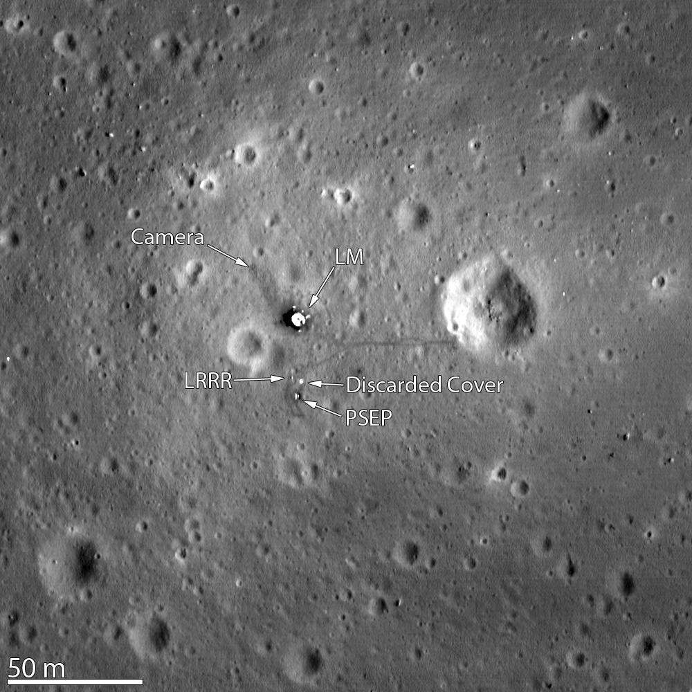 Il sito di atterraggio di Apollo 11 fotografato dalla sonda lunare LRO da un'altitudine di 24 km. Credit: NASA/GSFC/Arizona State University