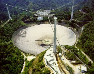 Il radiotelescopio di Arecibo (H. Schweiker/WIYN and NOAO/AURA/NSF)