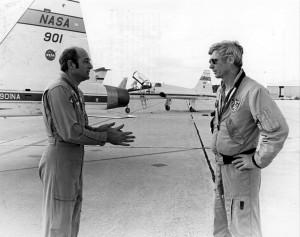 L'equipaggio di Apollo 17, Ron Evans e Gene Cernan in attesa della partenza sui T-38