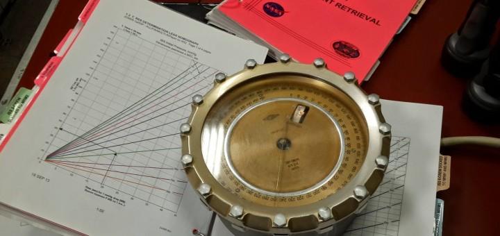 Il manometro e i grafici utilizzati a Star City nelle simulazioni di depressurizzazione della ISS. Credit: Samantha Cristoforetti