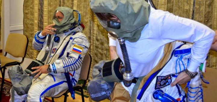 Samantha Cristoforetti a Star City in una simulazione di evacuazione della ISS per la contaminazione dell'atmosfera in un incendio. Credit: Gagarin Cosmonaut Training Center