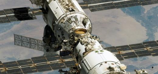 Il segmento russo della ISS fotografato da STS-114. Credit: NASA