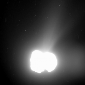 Attività della cometa ripresa dallo strumento OSIRIS di Rosetta, il 2 agosto (ESA/Rosetta/MPS for OSIRIS Team MPS/UPD/LAM/IAA/SSO/INTA/UPM/DASP/IDA)