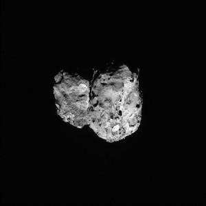Immagine della cometa 67P ripresa dalla NAVCAM di Rosetta il 6 agosto, a circa 96 km di distanza (ESA/Rosetta/NAVCAM)