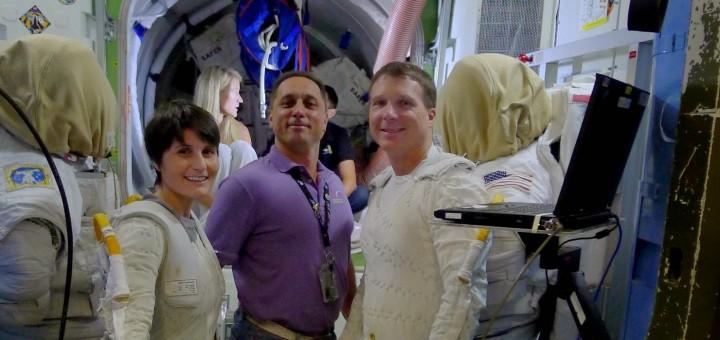 Samantha Cristoforetti, Anton Shkaplerov e Terry Virts in una simulazione Prep & Post EVA. Credit: Samantha Cristoforetti