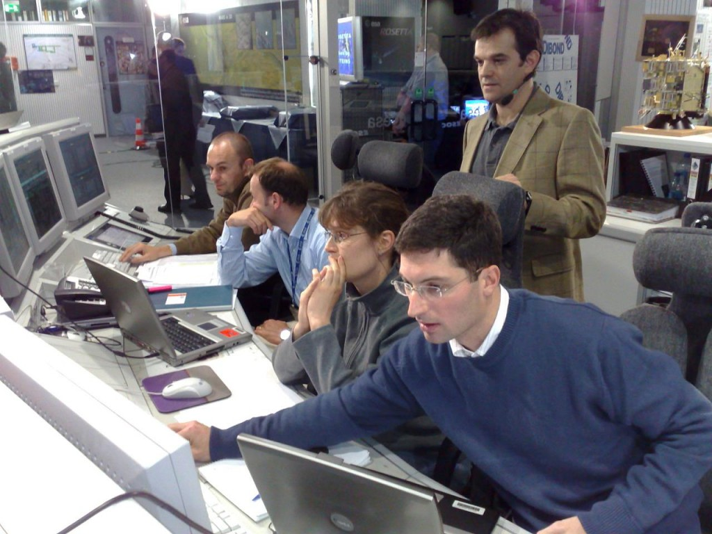 A._Accomazzo_with_Rosetta_Flight_Control_Team_during_Steins_encounter_2008