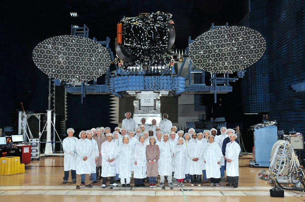 Il satellite ASIASAT-6 prima di essere spedito per l'integrazione del razzo Falcon 9. Credit: AsiaSat