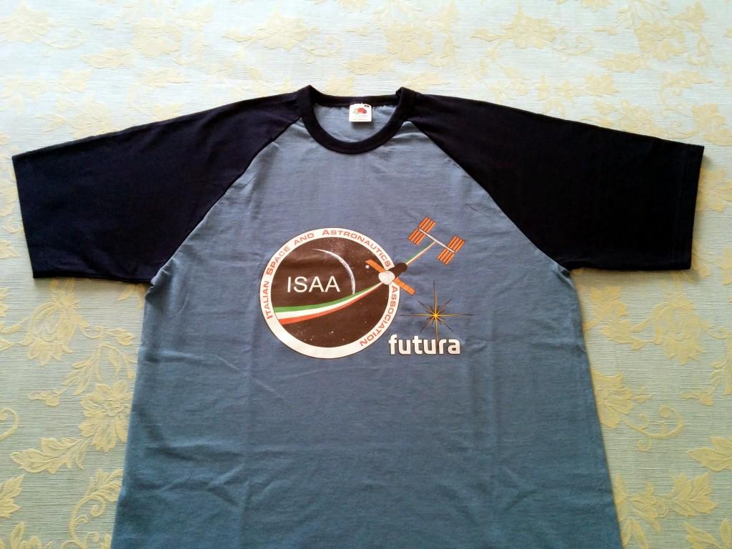 Una T-shirt ISAA come quella che Samantha Cristoforetti porterà sulla ISS nella missione Futura. Credit: Paolo Amoroso