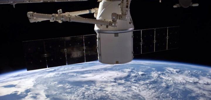 Il cargo Dragon CRS-4 attraccato alla ISS. Credit: NASA