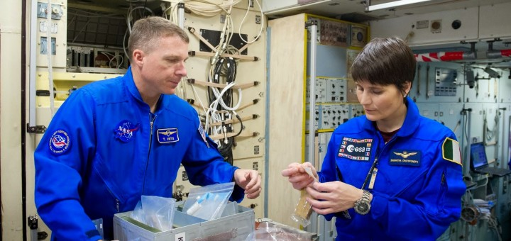 Samantha Cristoforetti e Terry Virts in un mockup del segmento russo della ISS. Credit: GCTC