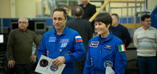 Samantha Cristoforetti e Anton Shkaplerov prima dell'esame di attracco manuale per la Soyuz TMA-15M. ESA/S. Corvaja