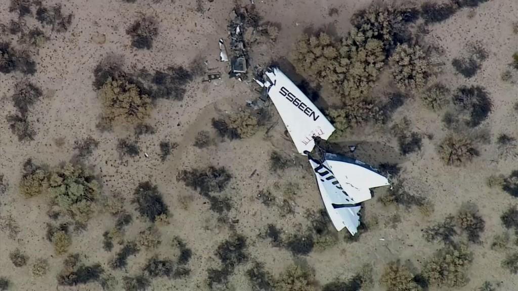 Ciò che resta di uno degli impennaggi di coda di SpaceShipTwo