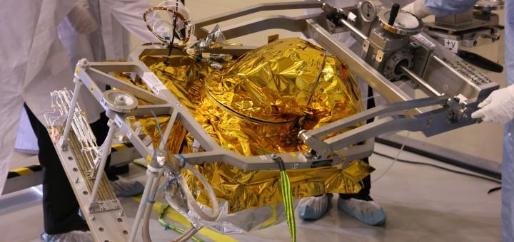 Il terminale di comunicazione laser di TESAT Spacecom è integrato nel satellite Eutelsat-9B negli stabilimenti di Airbus Defence and Space di Tolosa in Francia. Credits: Airbus Defence and Space