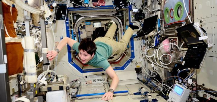 Samantha Cristoforetti nel laboratorio Destiny della ISS. Credit: NASA