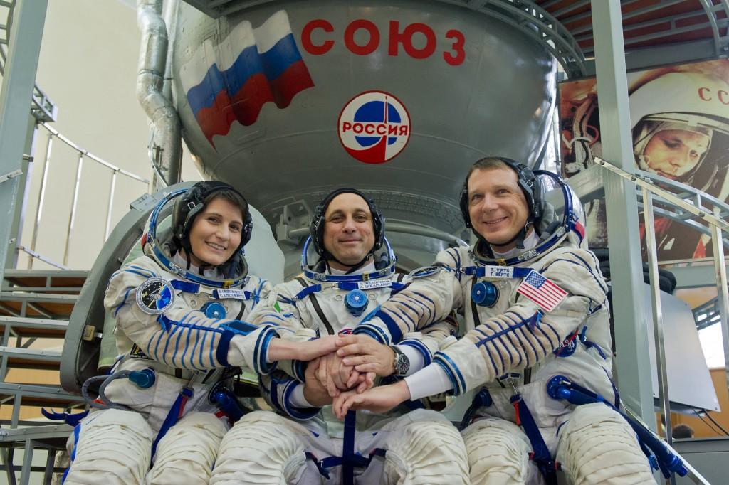 L'equipaggio della Sojuz TMA-15M prima dell'esame finale Sojuz a Star City. Credit: GCTC