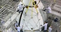 Le fasi finali dell'assemblaggio della capsula Orion EFT-1 al KSC. Credit: Lockeed Martin/NASA