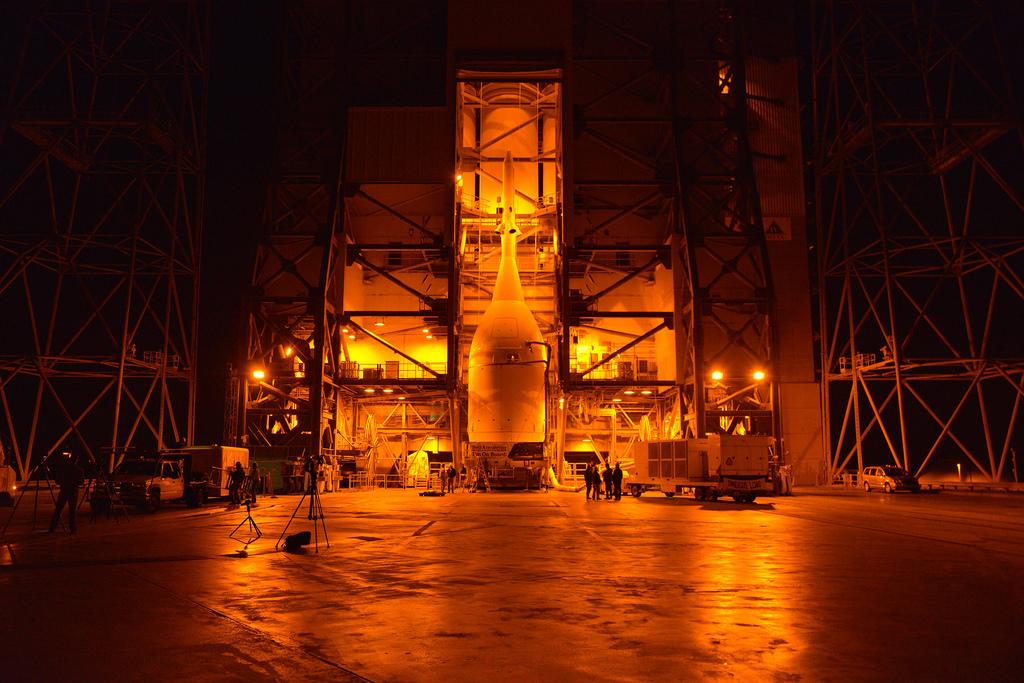 La capsual Orion EFT-1 giunta alla base del Launch Complex 37. Image Credit: NASA/Radislav Sinyak