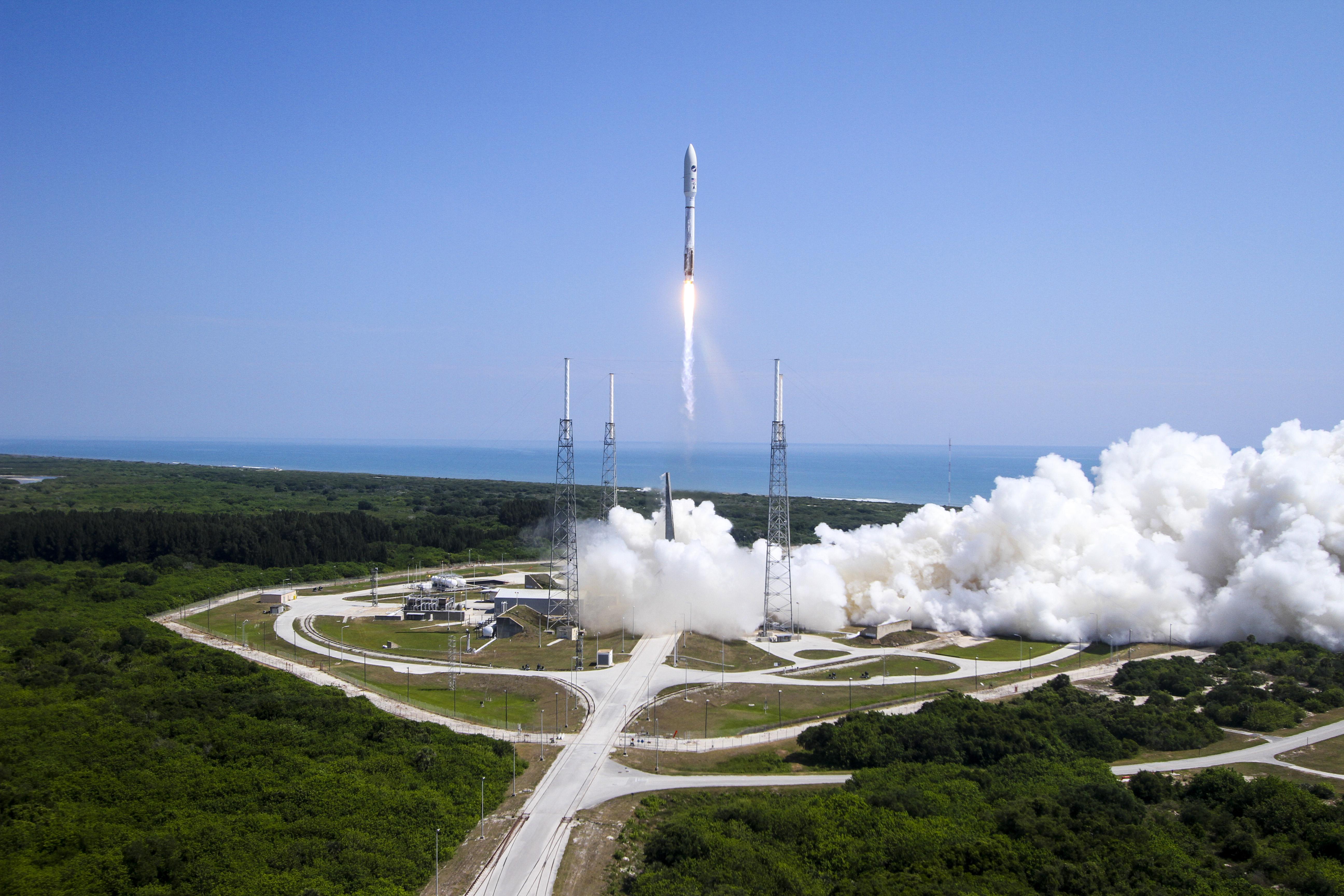 Un Atlas V di ULA decolla con a bordo il satellite AFSPC-5 per USAF nel 2015. Credits: ULA