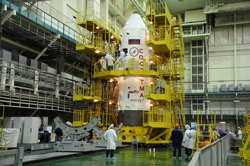 La Soyuz TMA-15M nello scudo protettivo. Credit: Energia