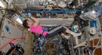 Samantha Cristoforetti sostituisce una cartuccia del rack MSL nel laboratorio Destiny. Credit: ESA/NASA