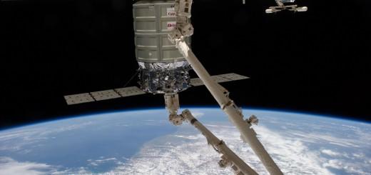 Operazioni di berthing per la navetta Cygnus della missione Orb-02. Crdits: NASA