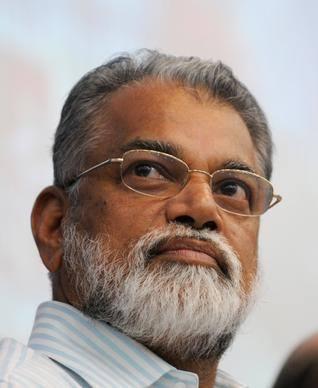 Il Dr. Radhakrishnan (C) ISRO/Facebook