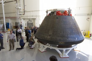 La capsula Orion all'interno del Launch Abort System Facility presso il Kennedy Space Center. Fonte: NASA