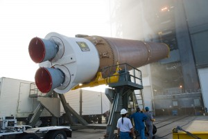 Atlas V: First Stage Erection. Credits: AIAA (The American Institute of Aeronautics and Astronautic)