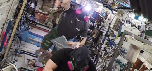 Barry Wilmore e Terry Virts poco dopo l'ingresso nel segmento USOS della ISS nella serata dell'emergenza del 14 gennaio 2015. Credit: NASA TV