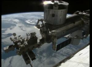 L'esterno della ISS ripreso da una delle telecamere di bordo.