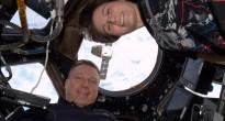 Samantha Cristoforetti e Terry Virts nella Cupola per il rilascio di Dragon CRS-5. Credit: ESA/NASA