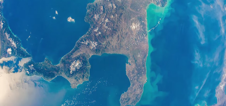 L'Italia meridionale fotografata dall'equipaggio della Expedition 42. Credit: NASA