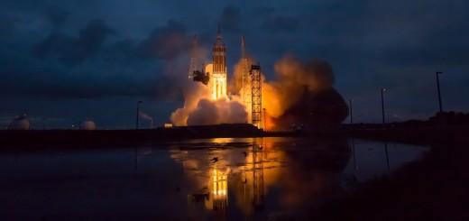Il lancio da Cape Canaveral del razzo Delta IV Heavy per la missione Orion EFT-1 della NASA. Credit: NASA/Bill Ingalls
