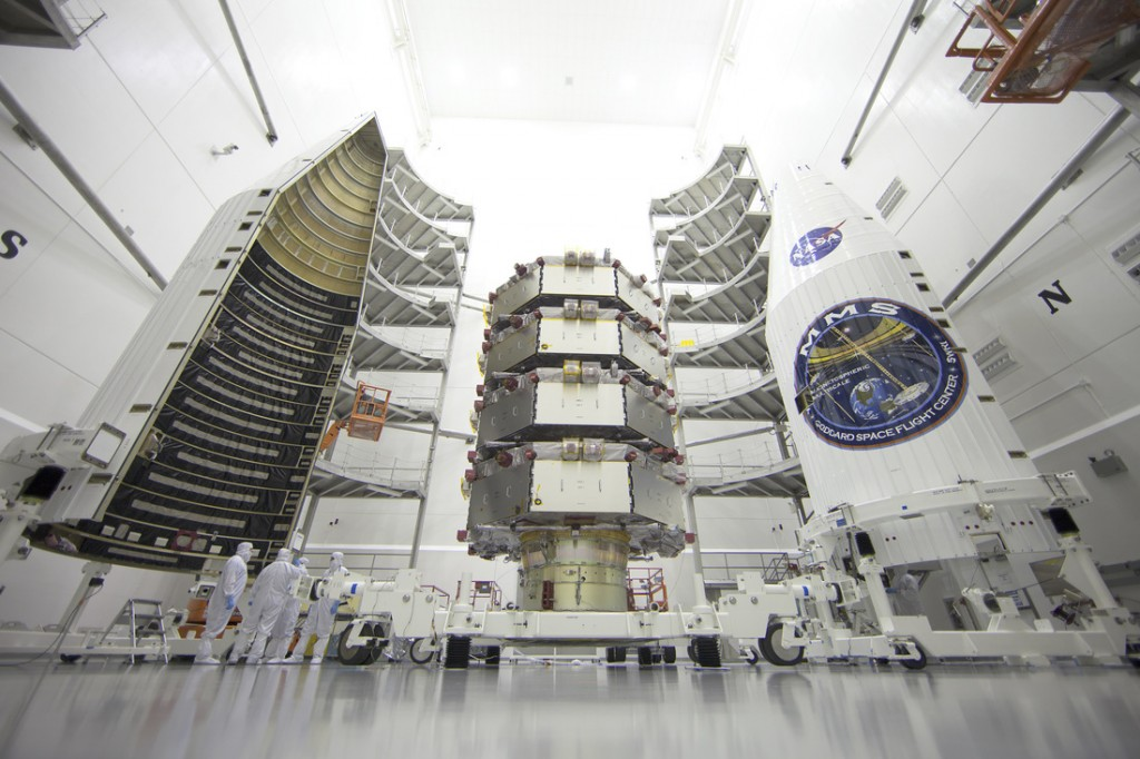 I quattro satelliti MMS pronti per essere incapsulati nei semigusci che li proteggeranno durante il lancio. Credit: NASA