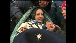 Elena Serova di RKA ripresa pochi istanti dopo essere uscita dalla Soyuz - Credit: NASA