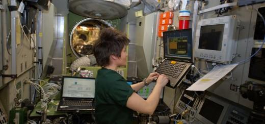 Samantha Cristoforetti si addestra al pilotaggio manuale della Soyuz. Credit: ESA/NASA