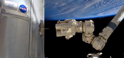 Un'esercitazione di cattura con il braccio robotico. Credit: ESA/NASA