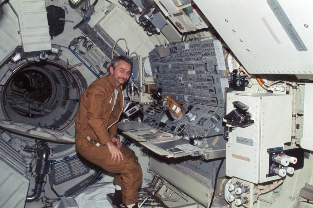 Owen Garriott sul laboratorio spaziale Skylab nel 1973. Credit: NASA