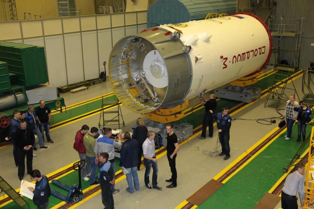 La Progress M-27M all'interno della sa protezione aerodinamica razzo Sojuz con il sistema