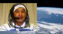 Il cosmonauta kazako Aidyn Aimbetov con la Terra vista dalla ISS sullo sfondo. Credits: NASA/Astana city website