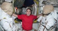 Chris Cassidy nell'airlock Quest della ISS nel corso della Expedition 35. Credit: NASA